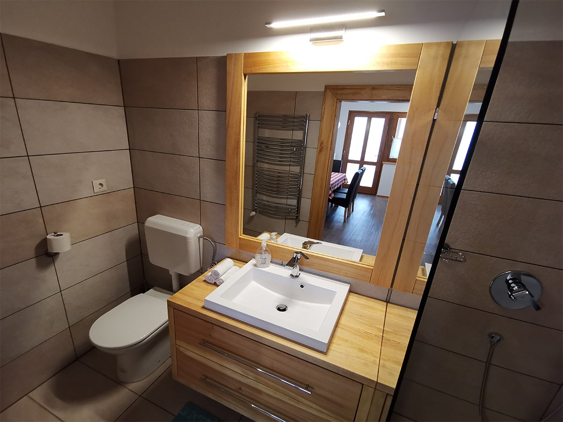 Sára Apartment bathroom