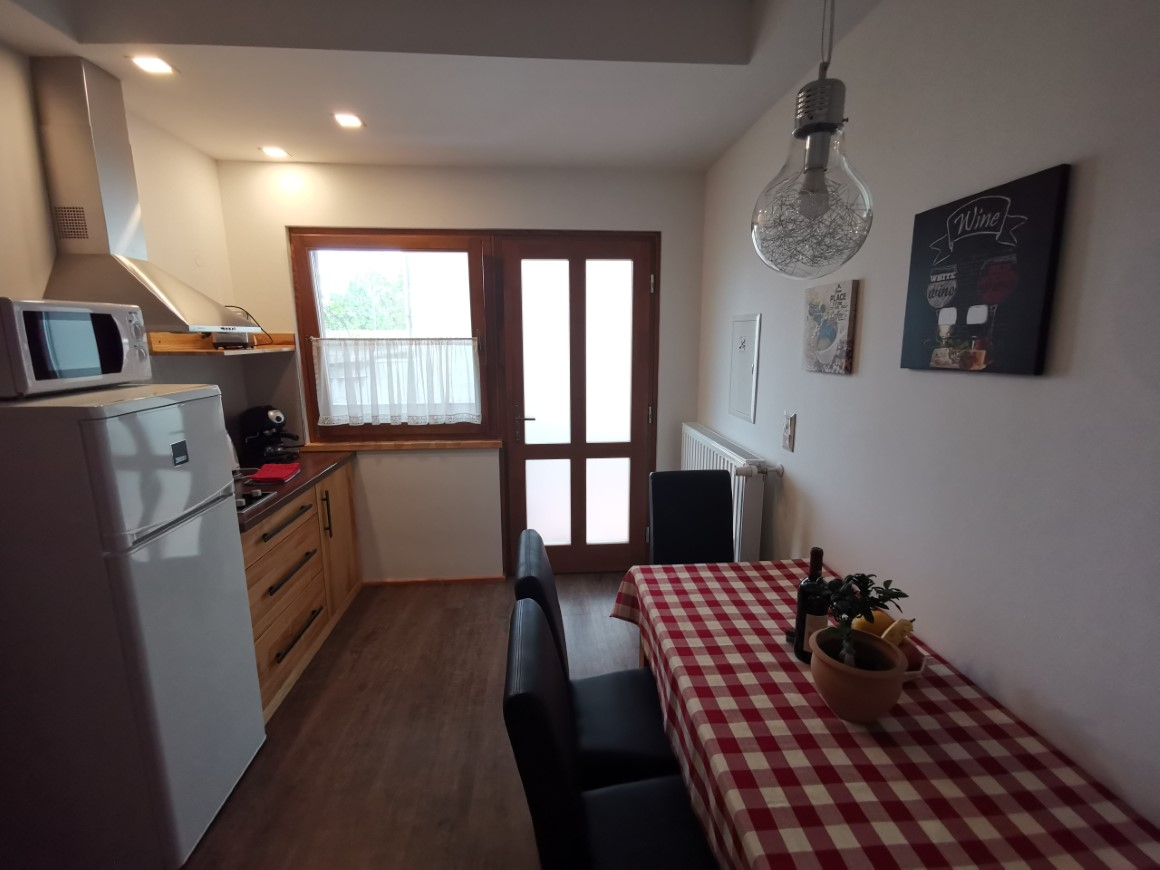 Sára Apartment kitchen, dining room